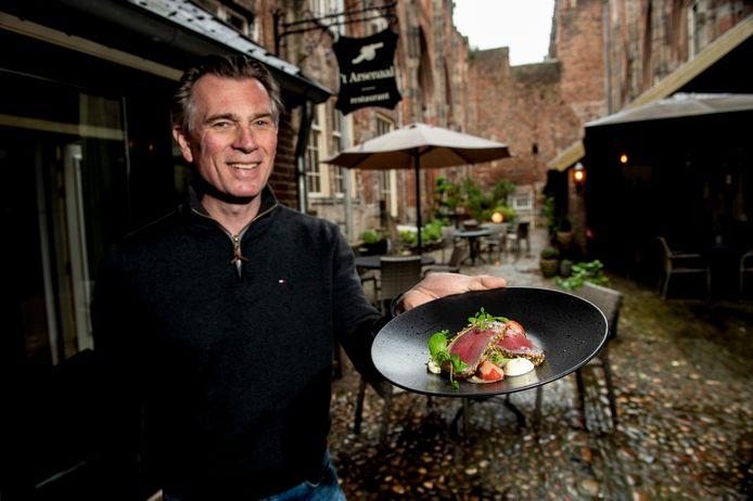 Restaurants 't Arsenaal in Deventer, het Buitenhuys in Heino, de Bagatelle in Raalte en Hoog Holten in Holten hebben hun krachten gebundeld: ze houden een asperge tour. Op de foto eigenaar van 't Arsenaal Rob Emaus.