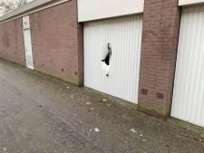 Met geel tape omwikkeld explosief vernielt garagedeur in Deventer