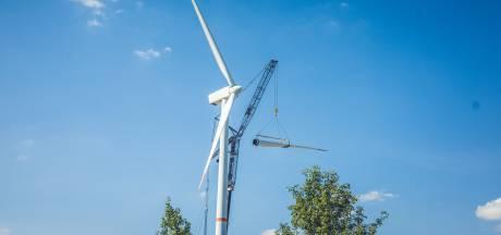"""Deze windmolens aan de R4 in Wondelgem verhuizen binnenkort naar Oekraïne: """"Volgend jaar verrijzen er twee hogere turbines"""""""