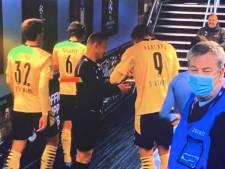 Scène surréaliste après City-Dortmund: Haaland signe des autographes sur les cartons d'un arbitre