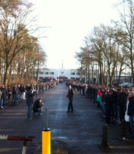 Vlag van overleden supporter gestolen uit stadion, NEC doet aangifte