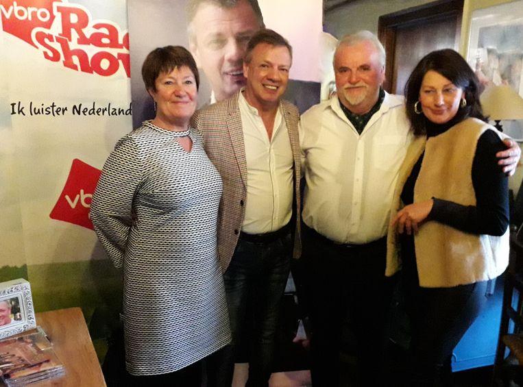 Chrisje en Godfried met Paul Bruna en zijn medewerkster Kathy.