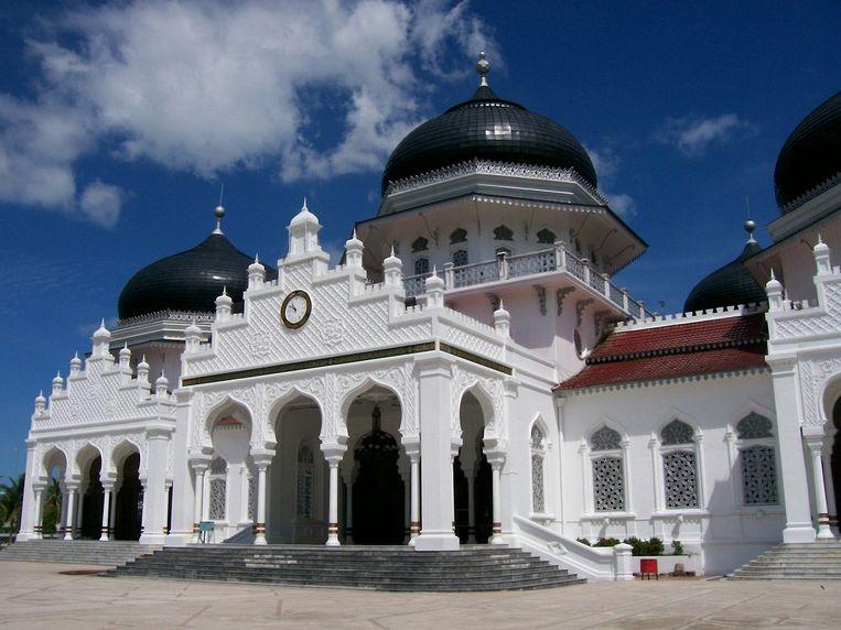 De grote moskee in het centrum van Banda Atjeh. Beeld wikimedia
