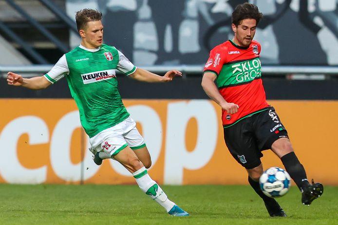 Jordy Bruijn aan de bal tegen FC Dordrecht.