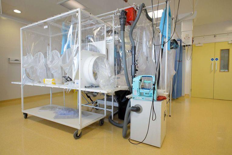 Een speciale ruimte voor mogelijke ebola-patiënten in een ziekenhuis in Londen. Beeld afp