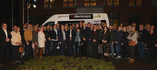 Dinsdagavond verzamelden alle betrokken handelaars rond de mindermobielenbus aan het gemeentehuis van Grobbendonk.