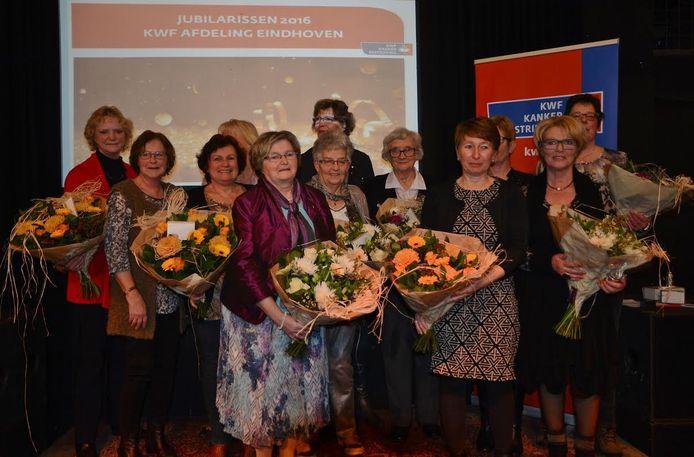 De gehuldigde vrijwilligers van KWF Eindhoven