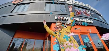 Dit bedrijf in Almelo maakt sinds de coronacrisis vier keer zoveel puzzels: 'We kunnen de vraag niet aan'