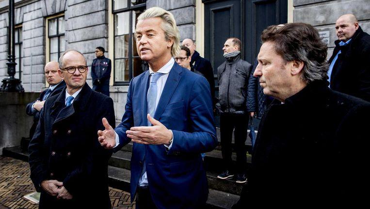 PVV-leider Geert Wilders legt samen met Henk Deun (L) en Rene Dercksen (R) van de PVV een verklaring af in Utrecht Beeld null