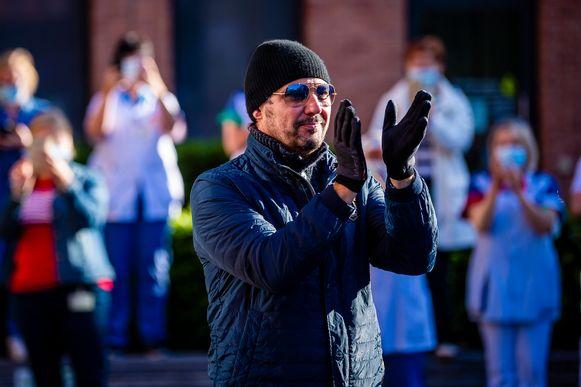 Axel Daeseleire bij het  optreden van The Starlings aan het Sint-Vincentiusziekenhuis ter gelegenheid van de dag van de verpleging.