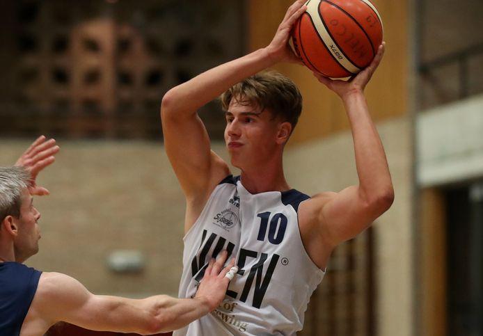 Na een eerste deel van zijn jeugdopleiding bij Racing Brugge genoten te hebben, trok Julian Delplancq naar de Oostendse basketbalschool. Sinds 2019 komt hij uit voor Basket Sijsele.