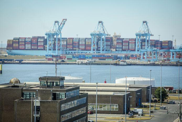 De containertrafiek kende een opvallende groei in 2020.