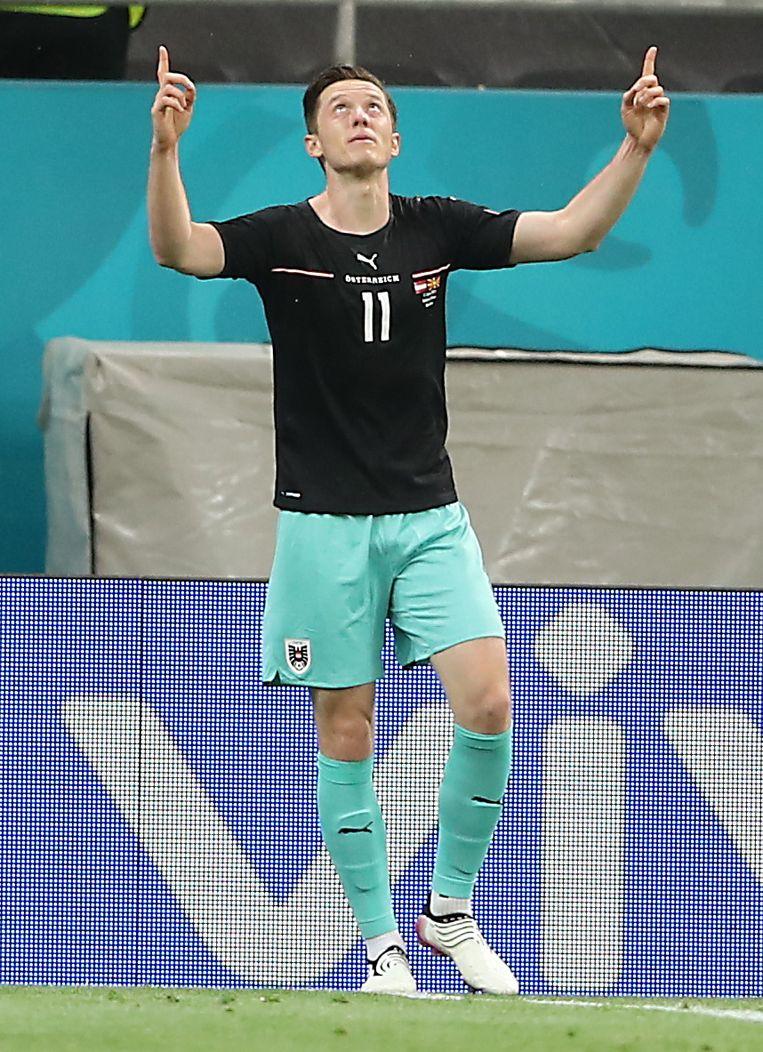 Michael Gregoritsch viert het tweede doelpunt van Oostenrijk in het omstreden tenue. Beeld EPA