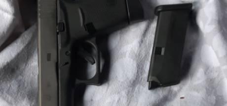 Grote controle garages en bedrijven: mogelijk vuurwapen gevonden