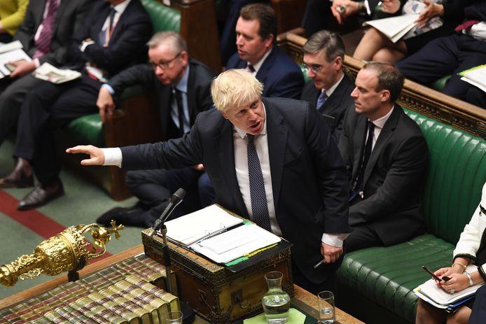 Brits premier Boris Johnson spreekt het Lagerhuis toe.