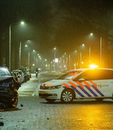 Automobiliste raakt gewond bij botsing op kruising in Tilburg