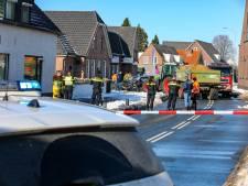 Trekker ramt auto in Wezep: weg dicht