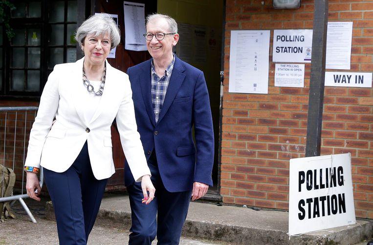 Brits premier Theresa May brengt haar stem uit in Maidenhead. Beeld AP