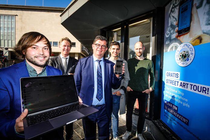 Oostende pakt uit met twee chatbots om toeristen te informeren of hen mee te nemen langs de street art in de stad.
