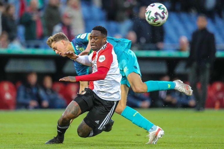 Feyenoorder Ridgeciano Haps (voorgrond) in duel met Sven Mijnans van Sparta. Beeld ANP