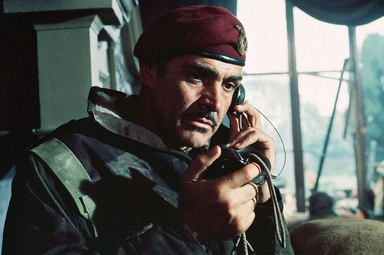 Sean Connery in A Bridge Too Far van Richard Attenborough.  Beeld