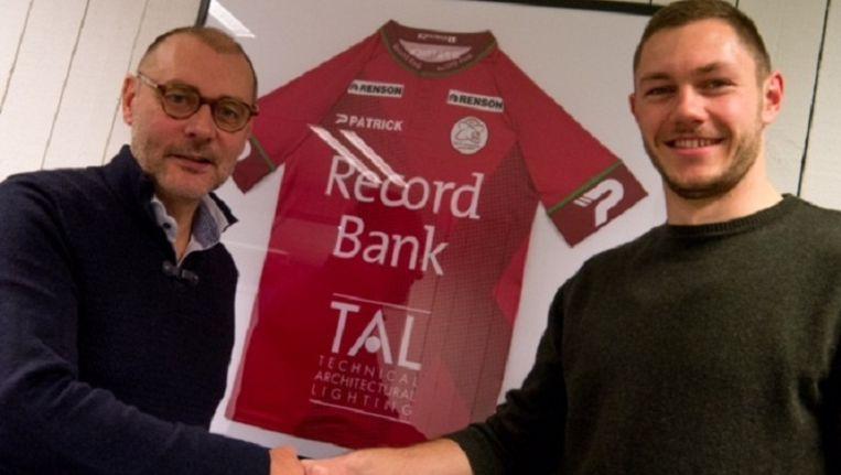 Henrik Dalsgaard met algemeen manager Eddy Cordier. Beeld Zulte Waregem