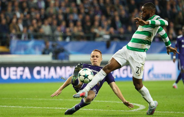Ntcham, hier in duel met Trebel, was de doelpuntenmaker voor Celtic. Beeld belga