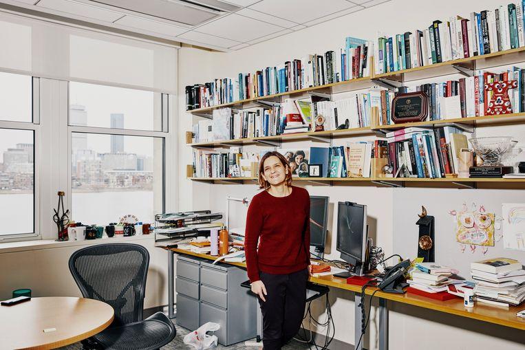 De Franse econome Esther Duflo is een luis in de pels van het economische establishment. Ze is niet bang om tegen heilige huisjes te trappen, en ontkracht vooroordelen over migranten, klimaat en belastingen. Beeld Simon Simard