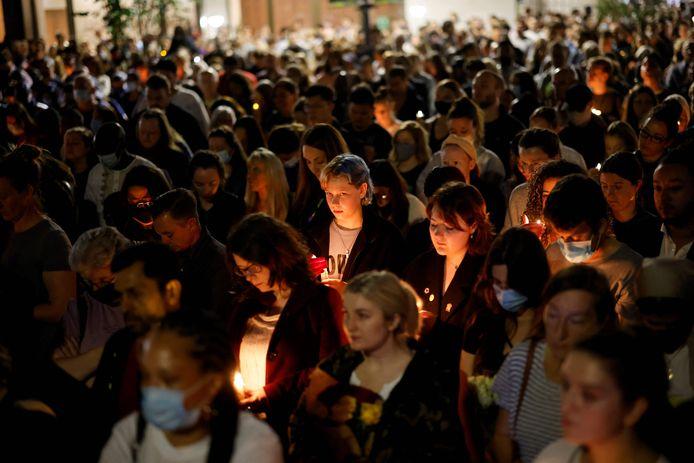Des centaines de personnes se sont réunies vendredi dans le Sud-Est de Londres pour une émouvante veillée en l'honneur de l'enseignante.