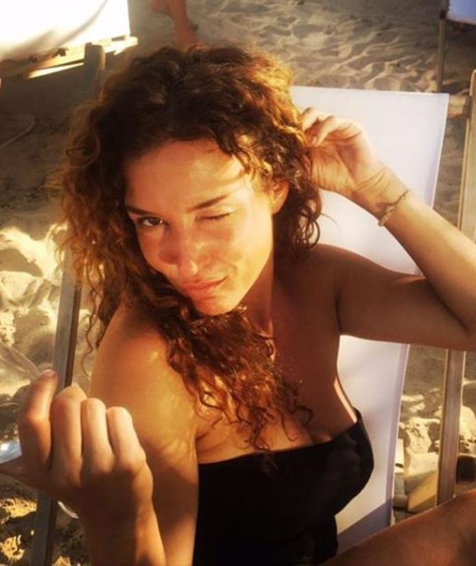 Katja zoekt graag de zon op.