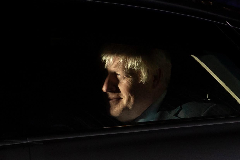 De Britse premier Boris Johnson verlaat donderdag het Lagerhuis in Londen, waar hij deze week de ene na de andere stemming verloor.