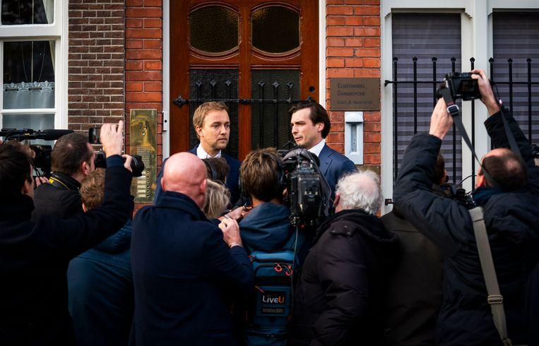 Thierry Baudet en vicevoorzitter Lennart van der Linden voor het kantoor van Forum voor Democratie in Amsterdam. Beeld Freek van den Bergh / de Volkskrant