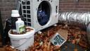 Een afzuigingskanaal, een ventilator en groeimiddelen. Het zijn de stille getuigen van een hennepkwekerij aan de Vale Ouwelaan in 't Harde.