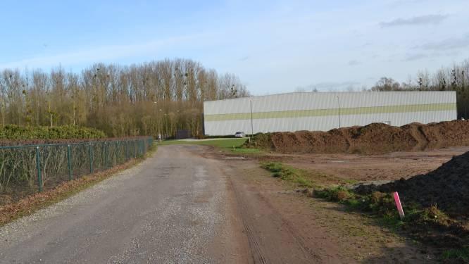 """Niet iedereen is opgezet met de nieuwe padelvelden in Tielt-Winge: """"10 terreinen is wat te veel van het goede, is daar wel nood aan?"""""""