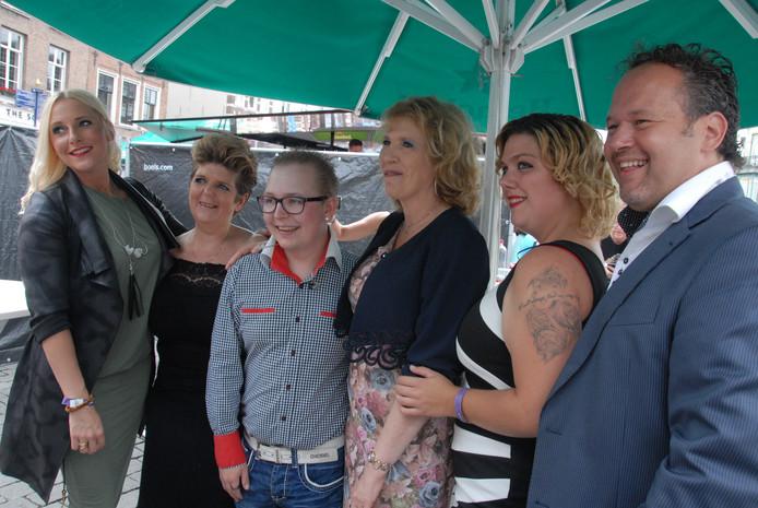 De 5 finalisten van Typisch Talent 2016: v.l.n.r. Femke Hengeveld, Sientje Koopmans, Joey Kerkhof, presentator Wilma van Dartel, Marloes van Ham en winnaar Marcel Hufnagel.