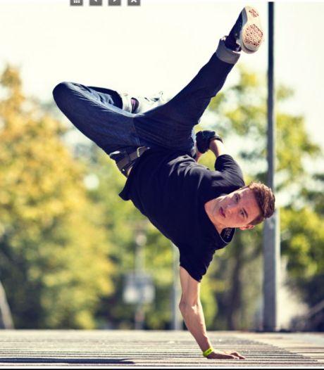 Danser Redo geëerd met lichtkunstwerk in thuisstad Gorinchem