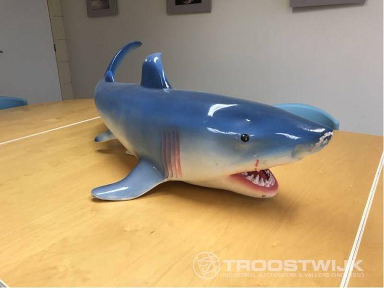 Een gigantische haai om je tuin mee op te fleuren