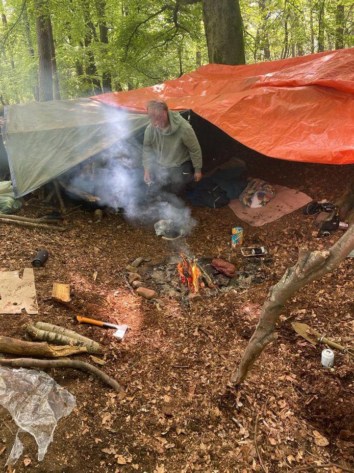 De bushcrafters in Berg en Dal moeten hun rotzooi opruimen.