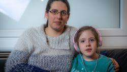"""""""Kan ik straks nog voor mijn dochter zorgen?"""": wachttijden Sociale Zekerheid veroorzaken grote onzekerheid bij mama"""