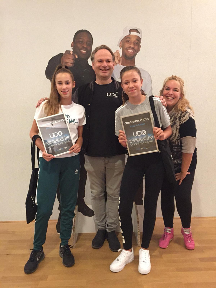 Amy Kools en Krista van Elteren dansen bij Trivium Sport & Dance