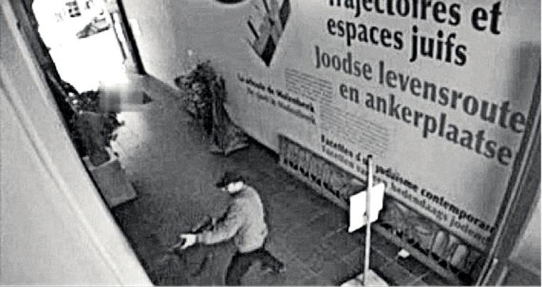 Camerabeelden van de aanslag in het Joods Museum. Beeld Belga