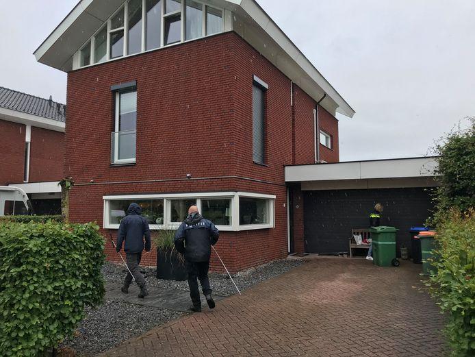 Inval in de woningen in Zevenbergschen Hoek, tijdens de politie-actie rond cocaÏnesmokkel via haven Vlissingen.