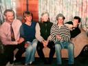 Danny, met hand voor zijn gezicht, samen met zijn familie