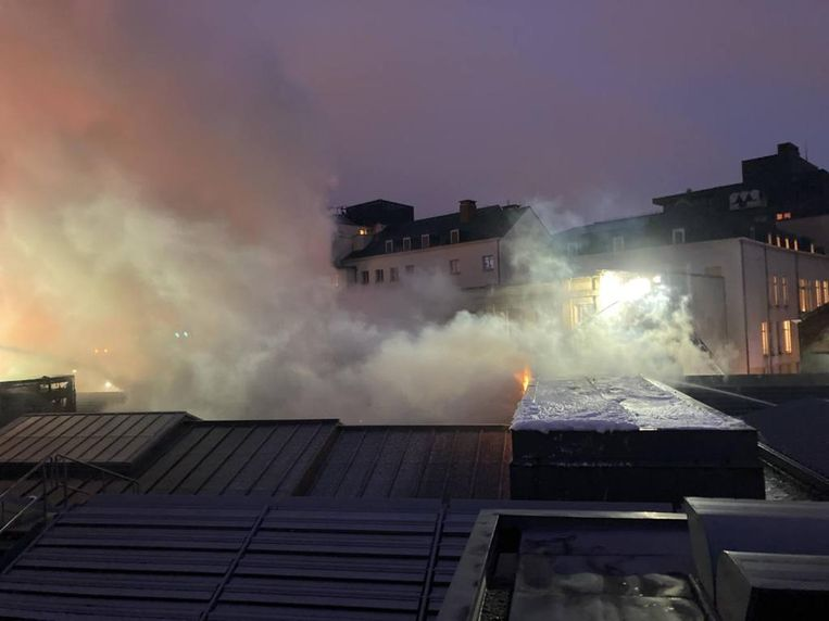Brand in Bozar: brandweer massaal ter plaatse na vlammen op dak Beeld Brandweer Brussel
