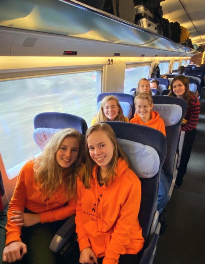 Fenne Kouwenberg in de trein vanuit Italië naar Nederland.