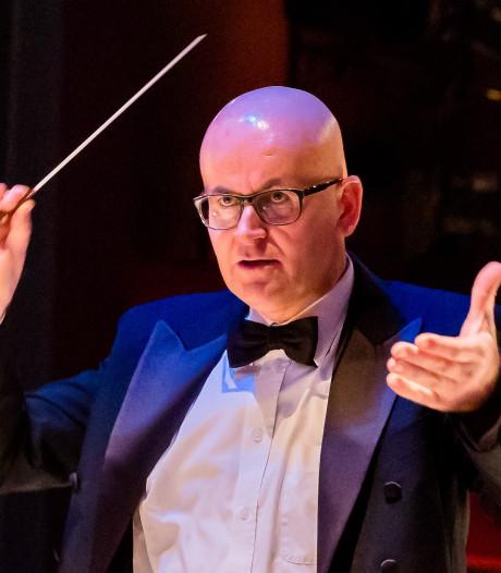 Zilveren eremedaille voor dirigent Blaasorkest Gaanderen