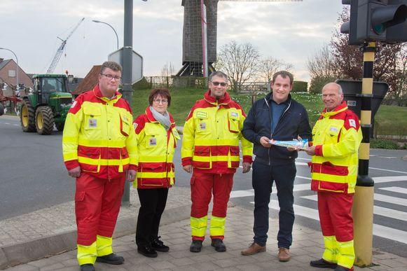 Rode Kruis-Poperinge gaf afgelopen maandag het symbolische startschot van hun jaarlijkse stickeractie. Plaatsvervangend burgemeester van Vleteren, Bram Coppein, kocht de eerste sticker.