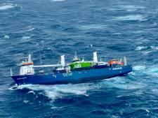 Nederlands vrachtschip in problemen bij Noorwegen, reddingshelikopters in actie