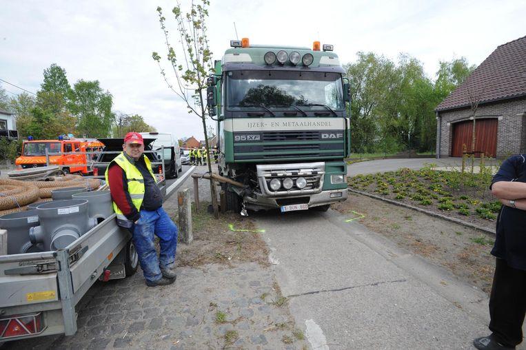 De vrachtwagen kwam tot stilstand op het fietspad.