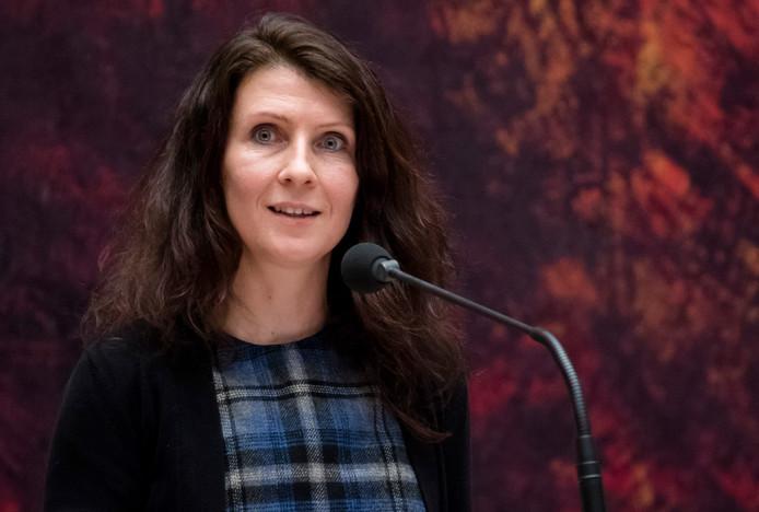 Esther Ouwehand (Partij voor de Dieren) vindt dat Den Haag niet meer mag wachten met het maken van een gebaar naar Q-koortsslachtoffers.